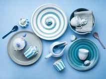 Loza de cerámica en colores pastel azul del vajilla imagenes de archivo