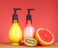 Lozione al gusto di frutta del corpo, fotografia stock
