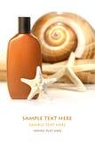 Lozione di Sun con i seashells ed il tovagliolo Immagini Stock Libere da Diritti