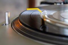 LP tournant sur le tourne-disque photo stock