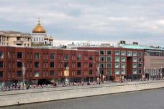 Löpare för maraton för för Moskvastadspanorama och Moskva Arkivbild