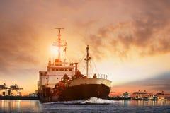 lpg气体邮轮船的运输和船端起与beauti 库存照片