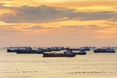 LPG靠码头的货船 库存图片
