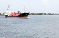 LPG-behållare på lastfartyget Arkivbild