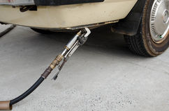 LPG die bij benzinestation bijtanken Stock Foto's