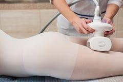 LPG, e tratamento de contorno do corpo na clínica imagens de stock
