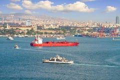 LPG-tankfartygskepp som framme seglar av Istanbul reklamfilmhamn fotografering för bildbyråer