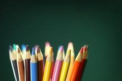 Lápices coloreados escuela con la profundidad del campo extrema Imagen de archivo libre de regalías