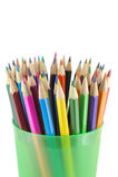 Lápices del color en el apoyo verde Fotos de archivo