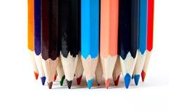 Lápis de madeira do pastel da paleta de cores no fundo branco Fotografia de Stock