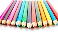 Lápis de madeira do pastel da paleta de cores no fundo branco Foto de Stock