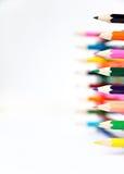 Lápis de madeira do pastel da paleta de cores no fundo branco Fotos de Stock Royalty Free
