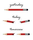 Lápiz rojo con palabras mañana, hoy y ayer Imagen de archivo libre de regalías