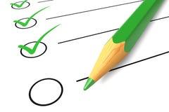Lápiz verde de la lista de control Fotografía de archivo libre de regalías