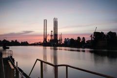 Ölplattform in der Werft. Stockbilder