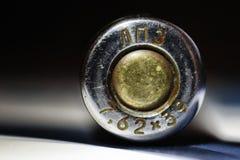 LPZ, 7 62, AK-47 atiram, cartucho, luva, cartucho da metralhadora, close-up, close-up, Kalashnikov, luva de bronze, riscos, cali Foto de Stock