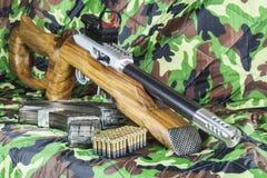 22 LR Karabiner Bolzengewehr Stockbilder