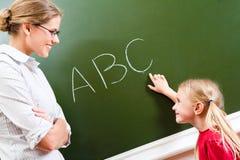 lära bokstäver Fotografering för Bildbyråer