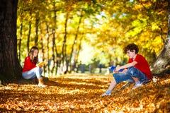 Lära för studenter som är utomhus- Royaltyfri Fotografi