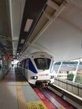 LRT på den nya Subang USJ7 stationen, Malaysia Royaltyfri Foto