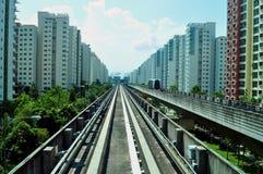 LRT Seriengeländer mit Wohnungen Stockbild