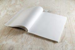 Löschen Sie geöffnete Broschüre Stockbild