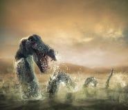 Läskig fjord Ness Monster som dyker upp från vatten Arkivfoto