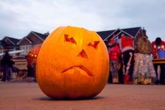 läskig pumpa för halloween stålarlykta o Arkivbild