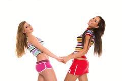 älskvärd stående två för flickor Royaltyfri Fotografi