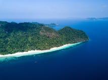 Lsland Nyaung Oo Phee mit weißem sandigem Strand Vogelperspektive von d stockfotos