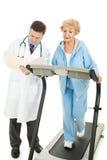 Ältere Frau - überwachte Übung Stockbilder