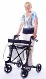 Ältere Frau mit modernem Wanderer Lizenzfreie Stockfotos