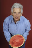 Ältere Frau mit Wassermelone Lizenzfreie Stockfotos