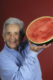 Ältere Frau mit Wassermelone Lizenzfreies Stockfoto