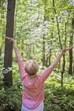 Ältere Frauenmeditation/-lob Stockfotos