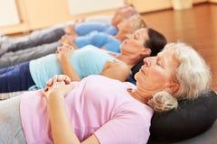 Ältere Leute, die in der Gesundheit sich entspannen Stockfoto