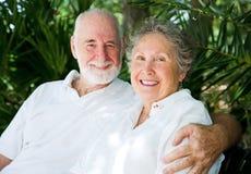 Ältere Paare in den Tropen Lizenzfreie Stockbilder
