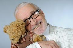 Älterer mit einem Spielzeug Lizenzfreie Stockfotos