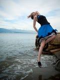 lättretligt posera för modemodell Royaltyfri Fotografi