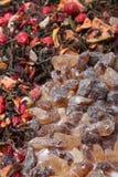 Luźna jagodowa herbata i skała cukier Fotografia Stock
