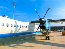 Luźny bagaż ładuje w wąskiego ciało samolot Zdjęcia Stock