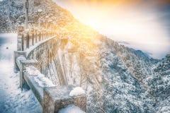 Lu Lin Bridge-Snow scène in Onderstel Lu stock afbeelding