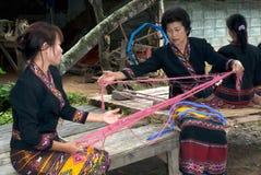 Lua少数转动卷轴的小山部落由在T的竹子制成 免版税库存照片