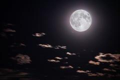 Lua cheia e nuvens Imagem de Stock