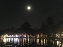 Lua cheia em Loy Kratong Night festivo imagens de stock royalty free