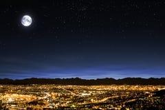 Lua cheia estrela desobstruída no céu enchido Imagens de Stock