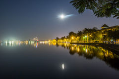 Lua cheia no lago ocidental Imagem de Stock Royalty Free