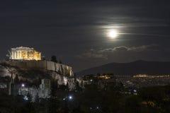 Lua cheia sobre a acrópole de Atenas fotografia de stock