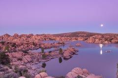 Lua cheia sobre o lago Watson Foto de Stock Royalty Free