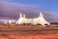 Lua cheia sobre uma tenda do circus imagens de stock